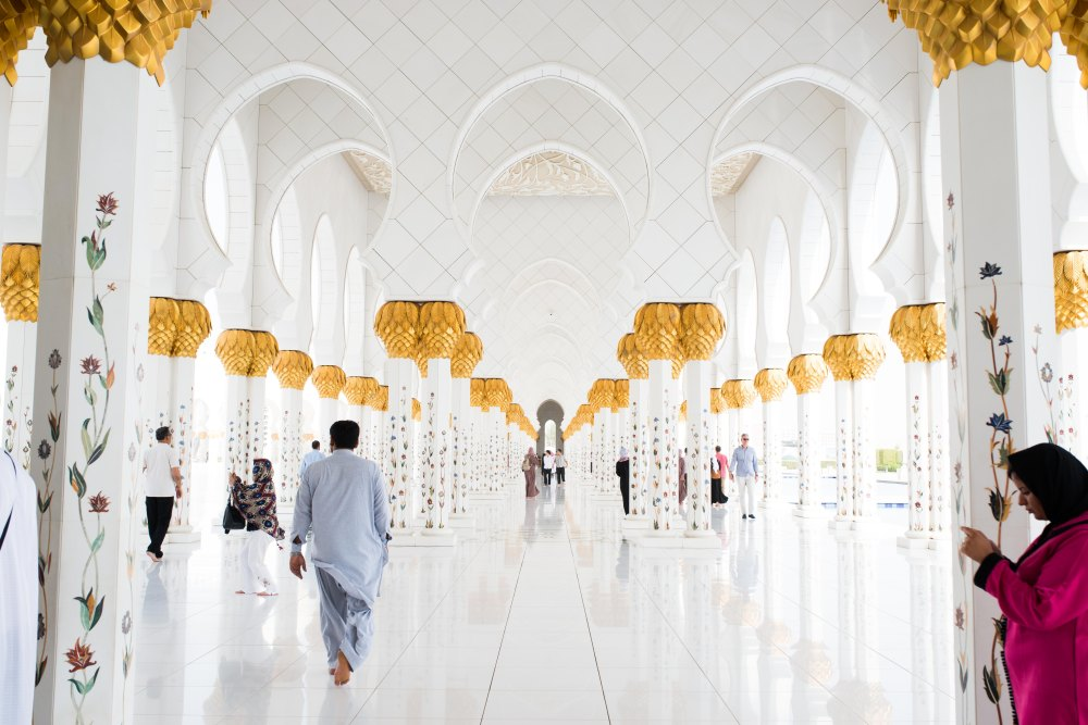 hotel travel blogs dot com aBU DHABI MOSQUE